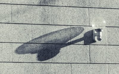 Seinävalaisimet taloyhtiön ulkoseinillä – Milloin kannattaa vaihtaa LED-lamppu vanhan lampun tilalle?