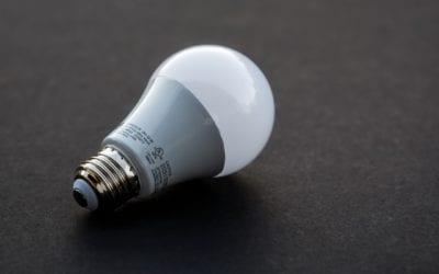 Kannattaako porraskäytävän vanhoihin valaisimiin vaihtaa LED-lamput?